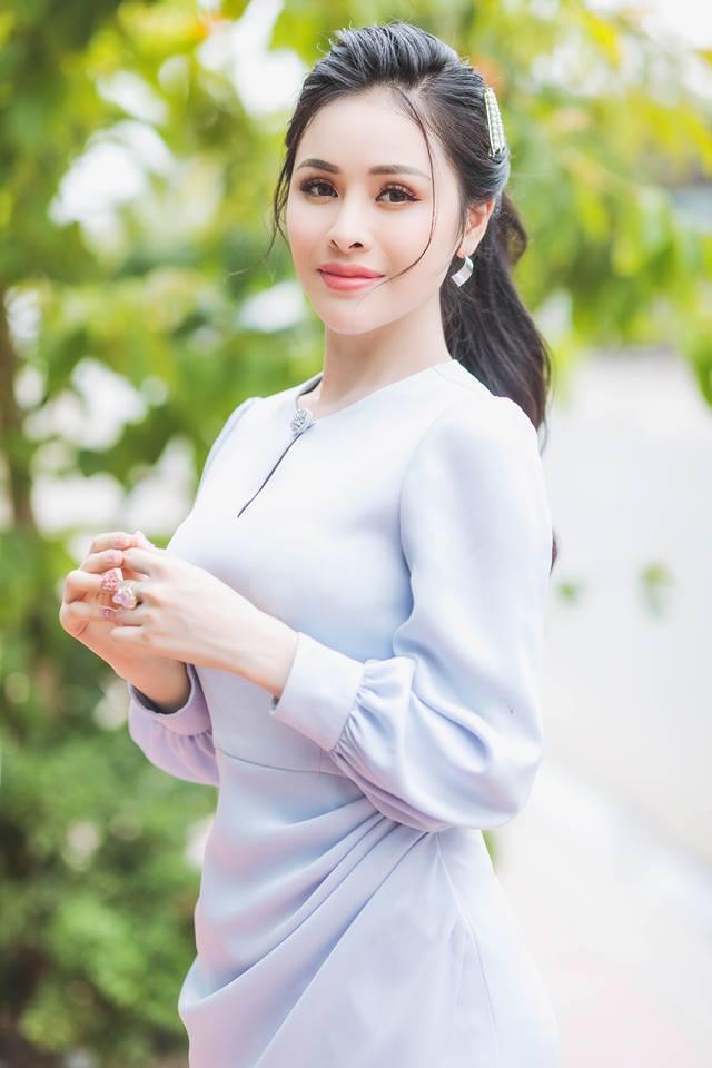Thư Dung lên tiếng về mặc trang phục xuyên thấu đi lễ chùa