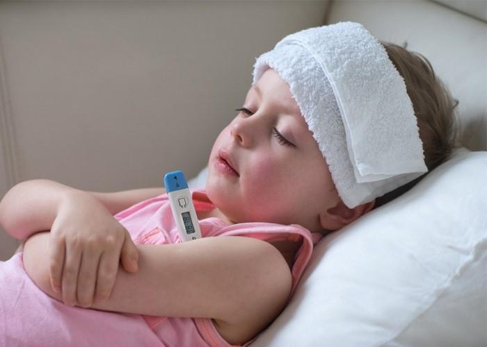 10 Tuyệt chiêu hạ sốt không dùng thuốc cho trẻ hiệu quả