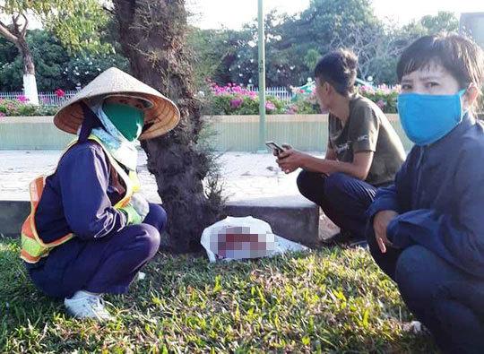 Khánh Hoà: Bé gái còn dây rốn bị bỏ rơi ở công viên