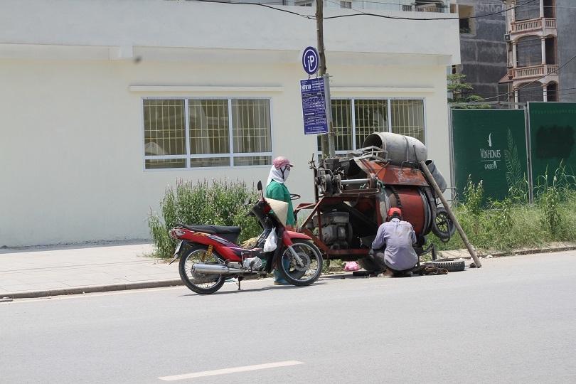 Giờ nghỉ trưa của người lao động dưới nắng nóng như đổ lửa giữa trưa hè4
