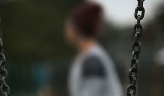 Anh: Cô gái bị 100 người cưỡng hiếp còn bị cảnh sát bắt