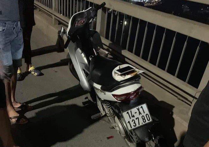 Để lại xe máy, thanh niên nhảy cầu Bãi Cháy tự tử