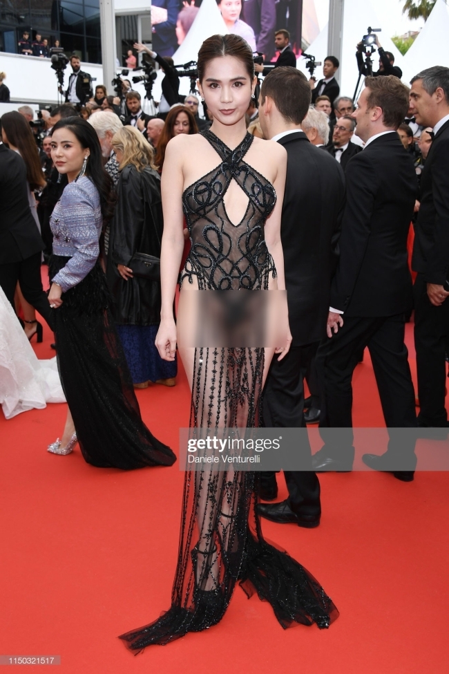 Váy phả cảm của Ngọc Trinh tại LHP Cannes được nhái và bán trên mạng
