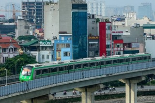 Mỗi người Việt Nam 'cõng' hơn 32 triệu đồng nợ công