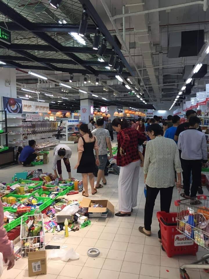 Dân mạng bức xúc vì người dân đổ xô 'tàn phá' siêu thị