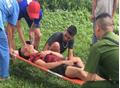 Hàng chục thanh niên cầm mã tấu truy sát kinh hoàng, 2 người trọng thương