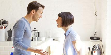 Dọa ly hôn nếu vợ không từ bỏ nhà ngoại