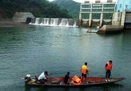 Nghệ An: Thủy điện xả nước khiến một người dân bị lật thuyền tử vong