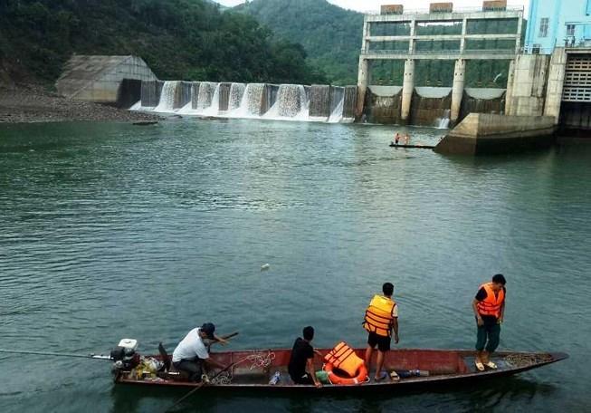 Nghệ An: Lật thuyền tử vong khi thủy điện xả nước
