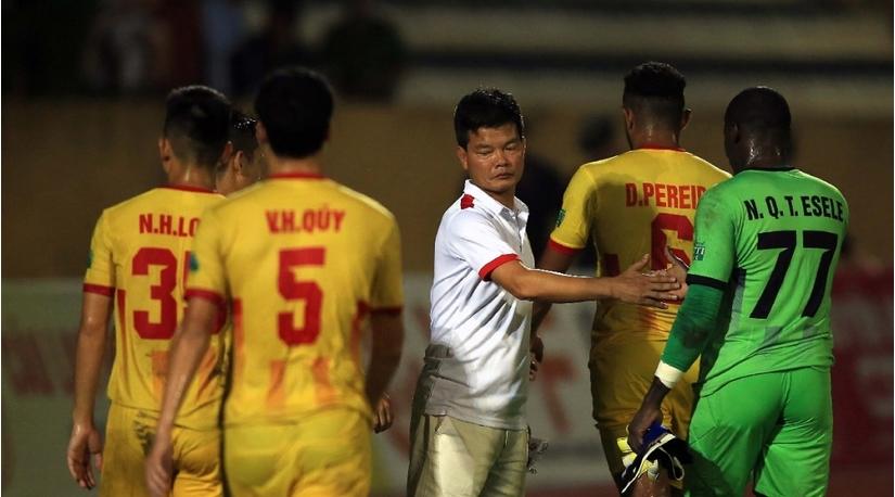 Ai ngồi 'ghế nóng' khi HLV Nguyễn Văn Sỹ chia tay CLB Nam Định?