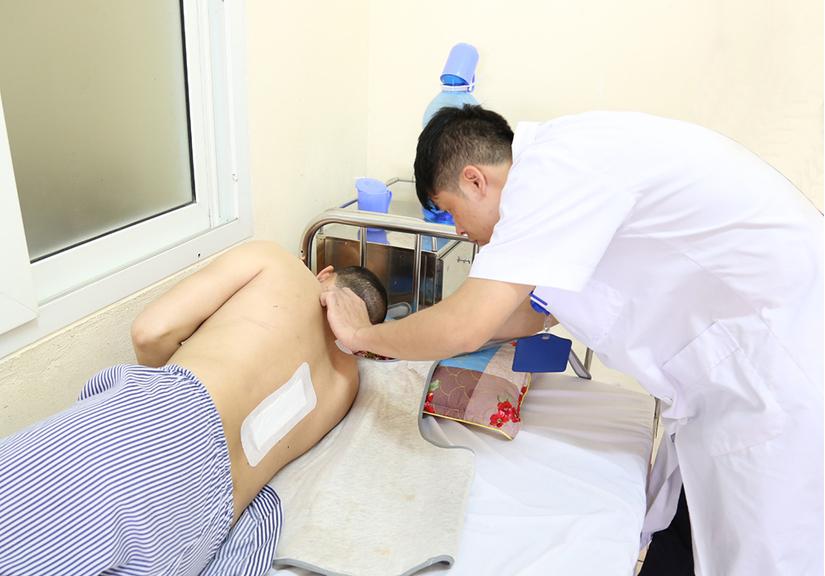 Người đàn ông Quảng Ninh bị liệt tứ chi, tưởng chết được cứu sống thần kỳ 2
