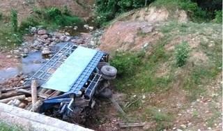Tin tức TNGT ngày 28/5/2019: Lật xe chở gỗ, 2 người đàn ông tử vong