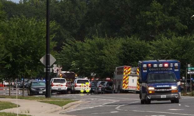 11 người chết sau vụ vụ xả súng vào tòa nhà chính quyền Mỹ
