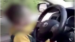 Bố mẹ bất cẩn, cháu 6 tuổi vô tình lái ô tô đâm chết bà