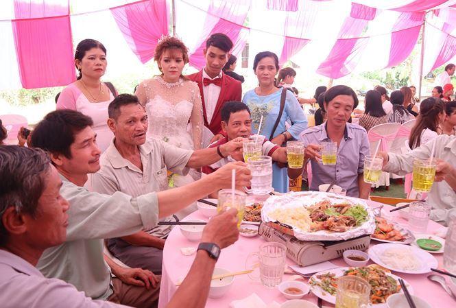 CLIP: Dân mạng rầm rộ ủng hộ đám cưới không dùng bia rượu