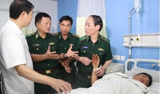 2 chiến sĩ biên phòng bị tội phạm ma túy bắn được chuyển ra Hà Nội điều trị