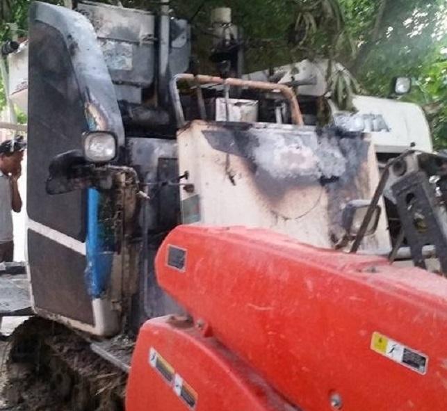 Thái Bình: Máy gặt lúa của người dân bốc cháy trong đêm nghi bị phóng hoả