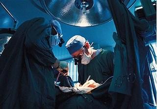 Tử vong khi sinh con vì bác sĩ lỡ tay kéo nội tạng ra ngoài