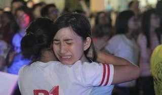 Thí sinh Quảng Bình khóc nức nở vì không biết lịch thi lại Ngữ Văn