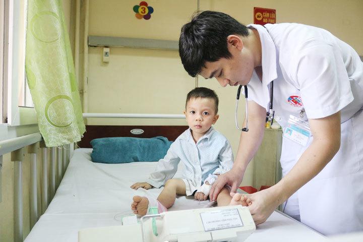 Căn bệnh nguy hiểm khiến bé trai Quảng Ninh bị liệt, nguy kịch tính mạng chỉ sau một giấc ngủ trưa