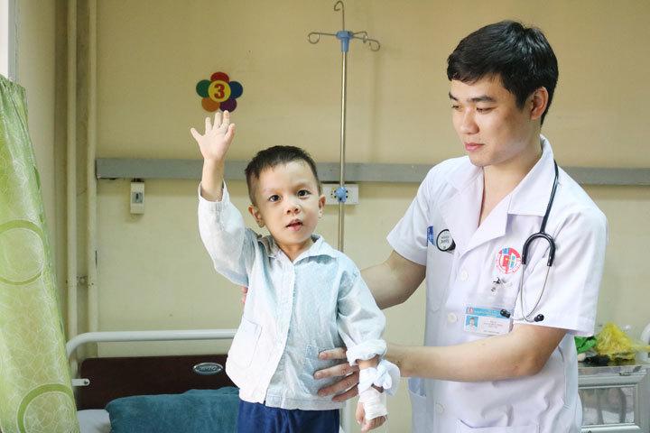 Căn bệnh nguy hiểm khiến bé trai Quảng Ninh bị liệt, nguy kịch tính mạng chỉ sau một giấc ngủ trưa 2