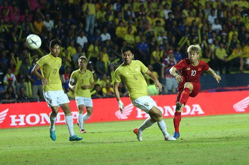 Tiền đạo Công Phượng nên đá chính thay Anh Đức ở trận chung kết King's Cup