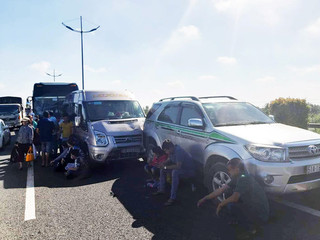 Cao tốc TP.HCM - Trung Lương ùn tắc nhiều giờ vì 7 ô tô đâm liên hoàn