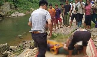 Tá hoả phát hiện người đàn ông tử vong dưới suối, bên cạnh bộ kích cá