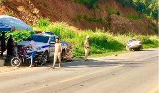 Sơn La: Say rượu lái xe, tài xế tông thẳng ô tô vào xe CSGT