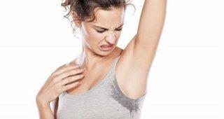 Cảnh báo ăn hành tỏi nhiều khiến cơ thể toát ra mùi khó chịu