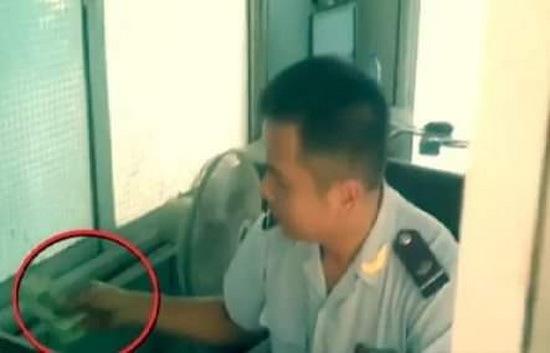 Kỷ luật cảnh cáo 5 cán bộ, nhân viên hải quan cửa khẩu nghi nhận tiền 'bôi trơn'