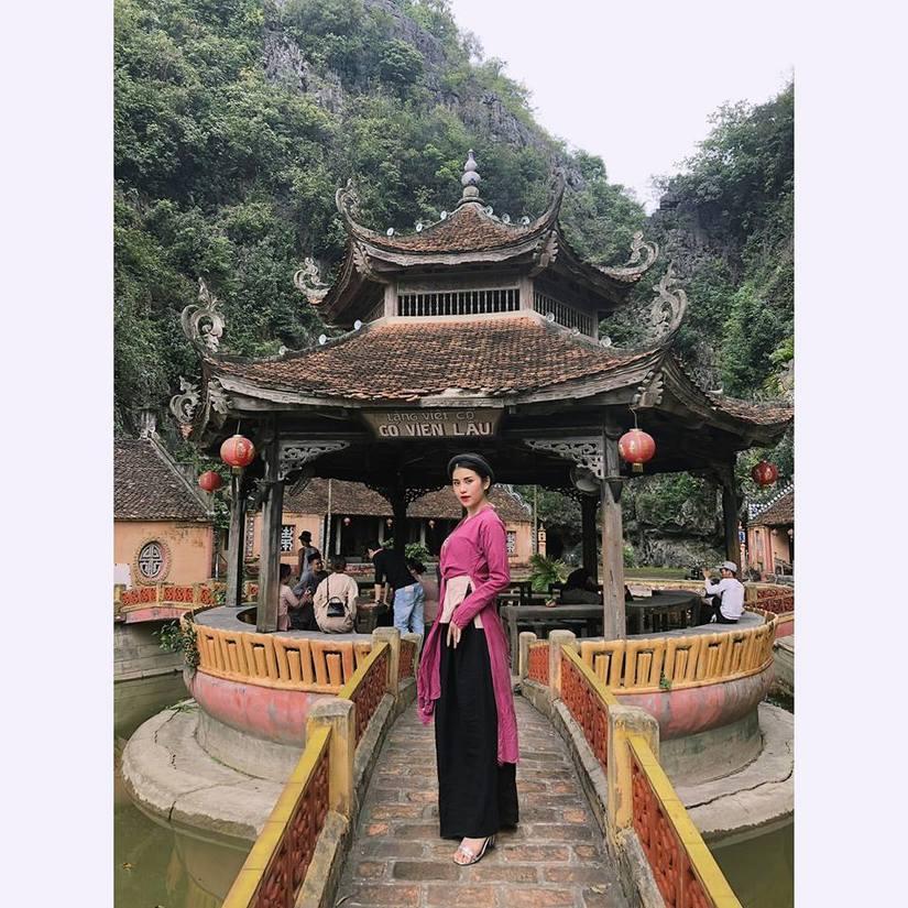 Cô gái chụp ảnh nude tại hồ sen từng xuất hiện vai người hầu trong MV của Chi Pu