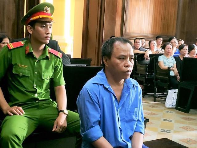 Vợ bị đánh ngất xỉu tại phiên tòa xử chồng tội giết người