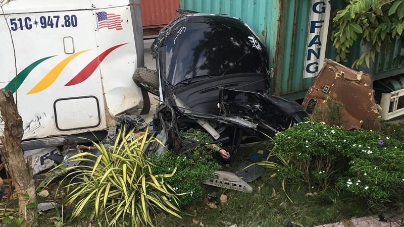 Tin nóng ở Tây Ninh: Container tông ô tô con chỗ biến dạng, 3 người tử vong