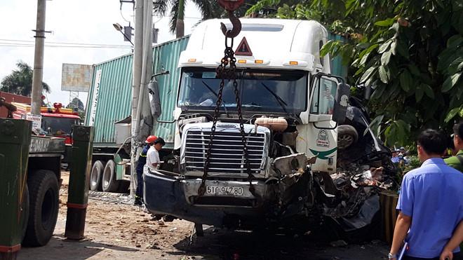 Lời khai của tài xế container lấn làn tông xe con khiến 5 người tử vong