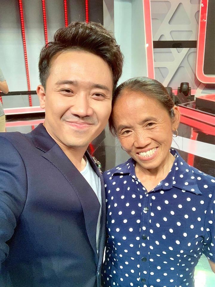 Chụp ảnh cùng Trấn Thành, Bà Tân Vlog sắp tấn công showbiz?