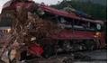 Xe tải đâm xe khách, 3 người tử vong, hàng chục người nhập viện