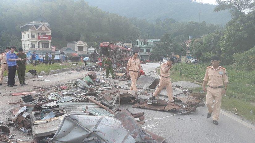Vụ xe khách đối đầu xe tải 40 người thương vong