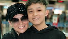 Fan dậy từ 3h sáng tiễn Hồ Văn Cường cùng mẹ Phi Nhung sang Mỹ lưu diễn
