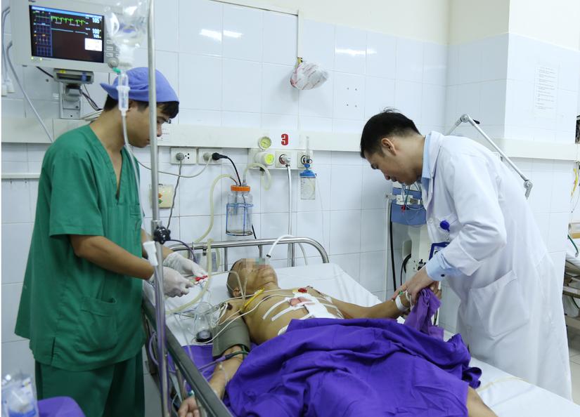 Tai nạn hy hữu khiến người đàn ông Quảng Ninh bị cây cọc xuyên thấu bụng 2