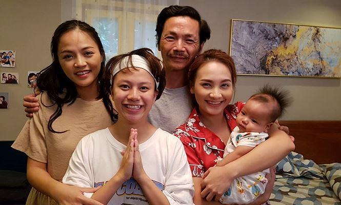 Đóng máy phim 'Về nhà đi con': Bảo Hân khóc nức nở, Bảo Thanh than thở toàn mặc đồ ngủ