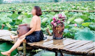 Dân mạng choáng váng vì người phụ nữ khoe ngực chảy xệ bên hồ sen