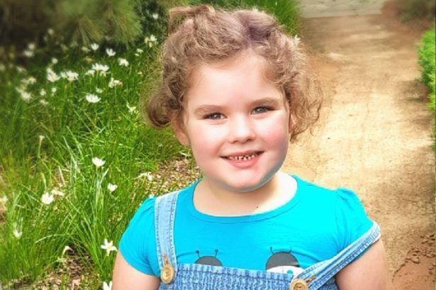 Bé gái  mất tuổi thơ mãi mãi vì 4 tuổi dậy thì, 5 tuổi mãn kinh