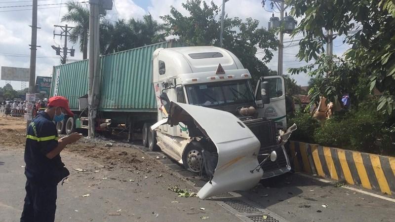 Tin mới nhất vụ container tông xe con khiến 5 người tử vong