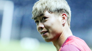 Cựu thần đồng bóng đá Việt Nam đưa ra lời khuyên bất ngờ với Công Phượng