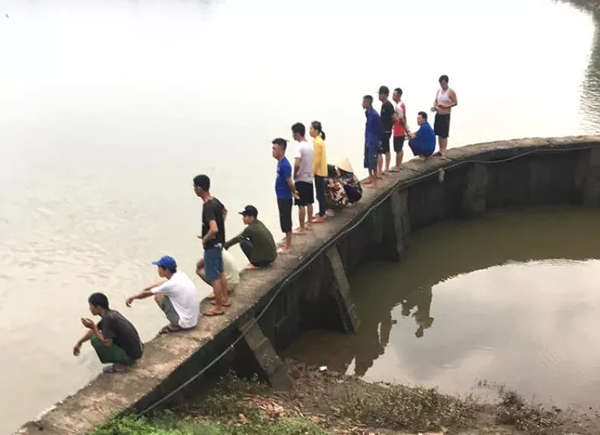 Hải Dương: Thuyền đánh cá bất ngờ bị lật, 2 người mất tích