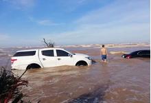 Nam Định: Xót xa cảnh xế hộp tiền tỷ Mercedes E-Class bị nước biển 'chôn vùi'