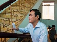 Ông Nguyễn Hữu Linh đến tòa 'đi như bay' tránh ống kính phóng viên