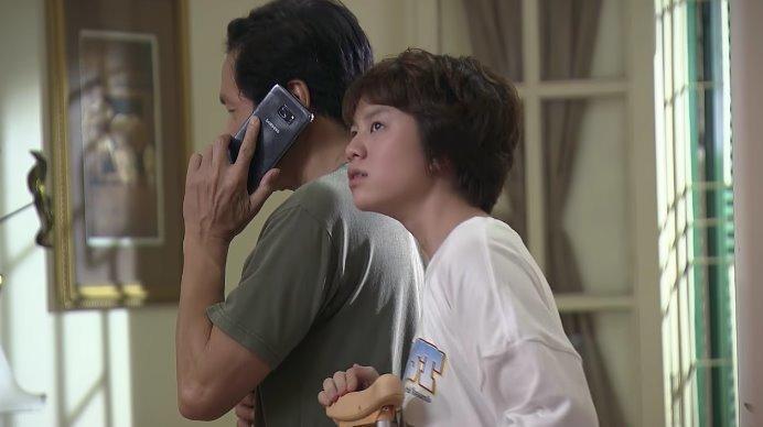Xem trực tiếp Về nhà đi con tập 51 trên kênh VTV1: Dương đánh son, mặc váy, tỏ tình với bố Bảo