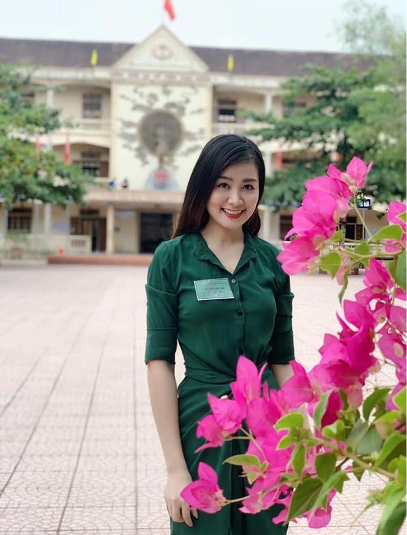 Nữ giám thị xinh đẹp tại Nghệ An gây 'bão mạng'